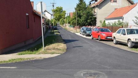 Asfaltiran deo Zanatlijske ulice u Inđiji