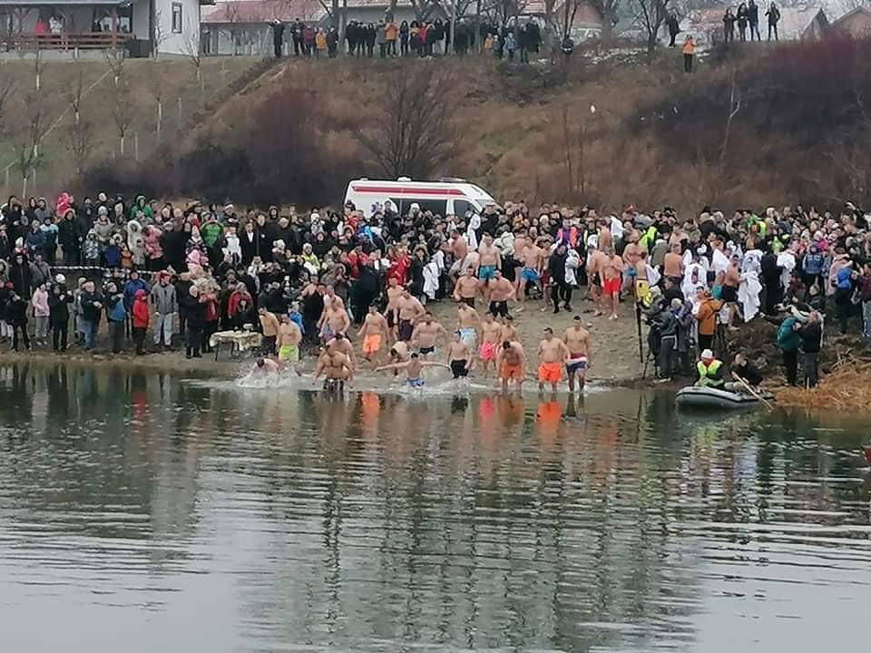 BOGOLJAVLJENSKO PLIVANJE Gimnazijalac prvi doplivao do Časnog krsta